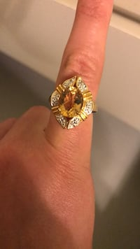 ring yellow and diamonds size 7 Elizabeth, 07201
