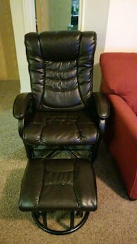 black leather padded rolling armchair Millcreek, 84124