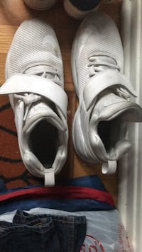 pair of white Nike basketball shoes Chicago, 60643