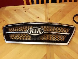 chrome Kia car grille