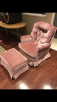 Excellent condition chair with foot rest  Brampton, L7A