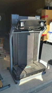 folding treadmill.  Welland, L3B 2T6