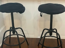 Bar stools with blue removable cushions