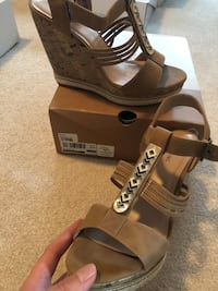Wedges size 10 Guelph