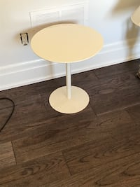 round white wooden pedestal table Markham, L3T 2Z1