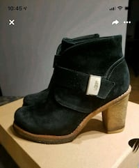 Ugg bootie size 6  Longueuil