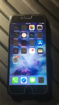 Unlocked iPhone 7 32gb with AppleCare til Oct 2019 Toronto, M1P
