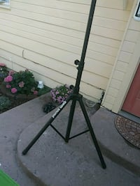 Speaker stand 6 ft tall Cashmere, 98815