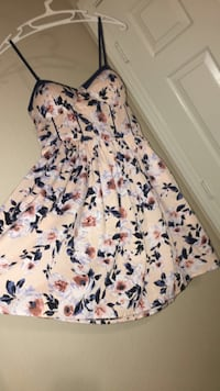 White and blue floral dress (never worn) Las Vegas, 89121
