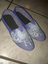 Hand painted custom henna lace design shoes