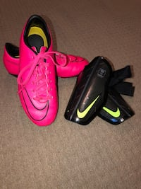 Kids size 1.5 soccer cleats and shin pads  Richmond, V7A 2J3