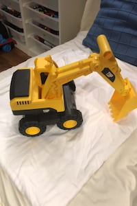 Plastic toy digger
