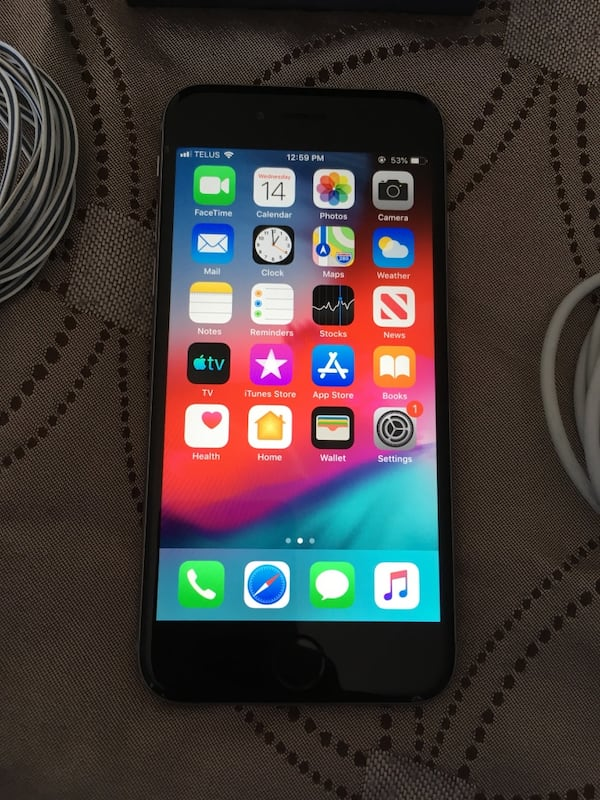 Space Grey Unlocked iPhone 6 16GB With Accessories 277b9de0-16bf-49ee-907b-4d970ed2d571