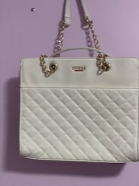 Guess original hand bag only two three times gently used 9/10 condition  Mississauga, L5V 1R4