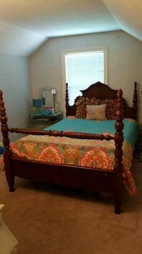 Four post queen bed Madison, 39110