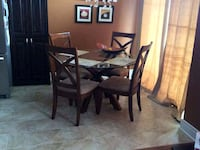 Glass dining table with 4 chairs Ottawa, K4P 0B9