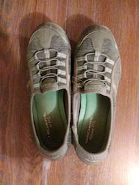 Grey Scetchers shoes size 9 Edwardsville, 66111