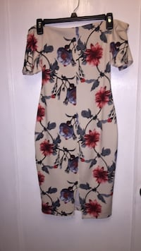 women's white and red floral sleeveless dress Miami, 33165