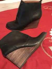 Pair of women's black leather wedge booties Lucky brand Clinton, 37716