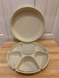 Tupperware 4 piece Almond Colored Divided Veggie and Dip Party Tray Markham, L3T 3L4
