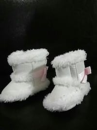 pair of toddlers white fur-lined snow boots