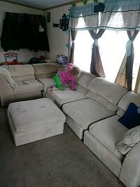 Sectional couch  with audimin Syracuse, 46567