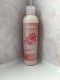 Avon naturals peppermint vanilla body lotion. Sealed !