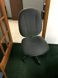 black and gray rolling desk chair 910 mi