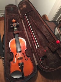 Brown violin with bow in case Grimsby, L3M 5J5