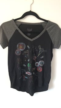 black and gray crew-neck t-shirt Laval, H7X 4B6