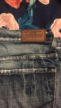 Men's 36 guess jeans  London, N5V 3C6