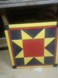 square yellow, red, and black table Wartburg, 37887