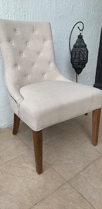 CUSHIONED CHAIR (name your price in my DMs) 943 mi