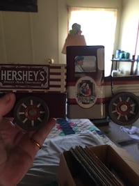 Hershey's utility truck scale model Smithville, 37166