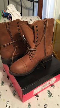 pair of brown leather boots sz 9 w