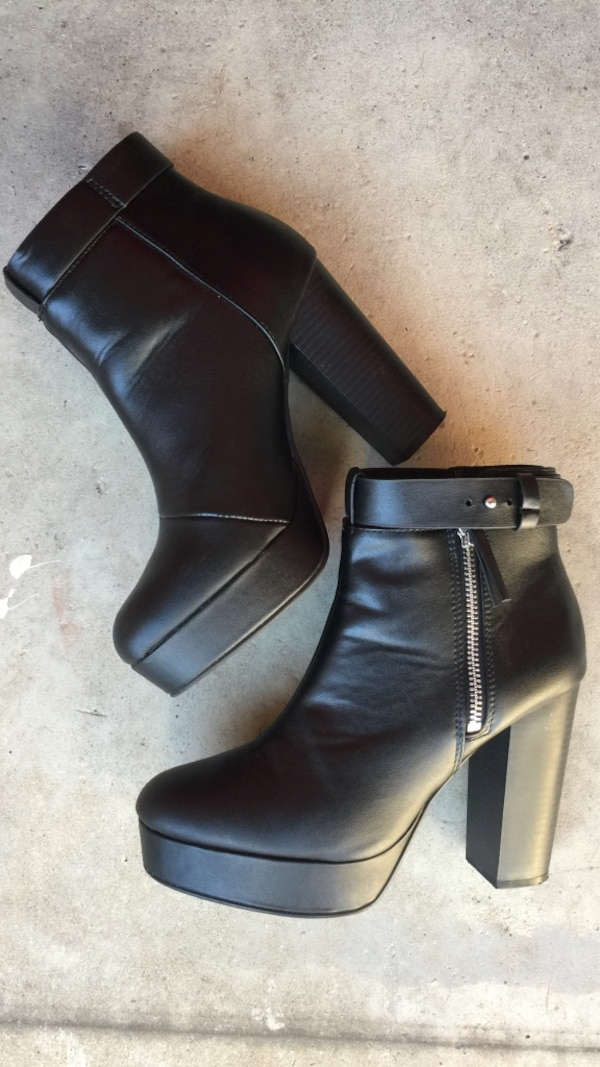 Black leather side-zip chunky heeled boots