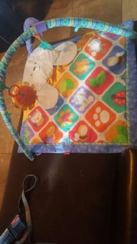 baby's green, orange, red, and blue animal printed activity mat Victorville, 92395
