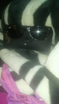 GOOD DEAL! Ray bans sunglasses with actual case! Courtice, L1E 2R7