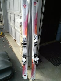 girls Dynastar skis Good condition