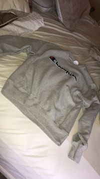 Champion crew neck sweater size medium Vaughan, L6A 3V3