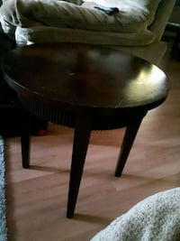 2 end table for   5.00 each  Calgary, T2A 4T7
