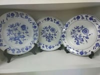 three white-and-blue floral ceramic plates Woodland, 98674