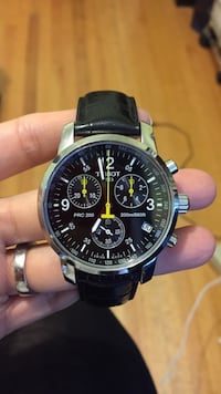 Black leather strap silver round chronograph watch 温哥华, V5Y 2H7