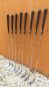 six brown and black golf clubs Tampa, 33604