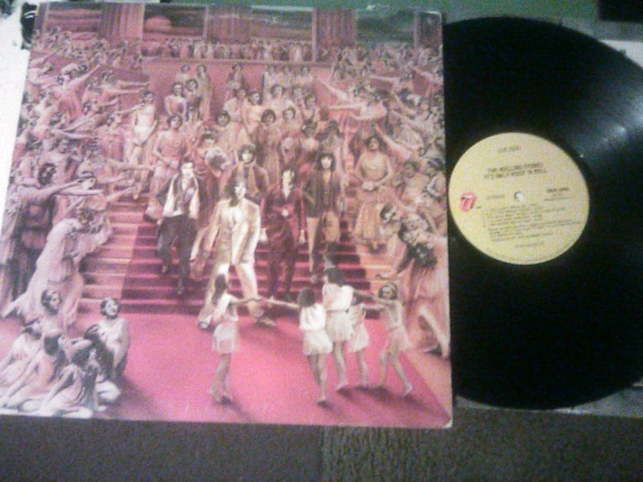 Photo The ROLLING STONES - It's Only Rock and Roll, 12 record in very fine