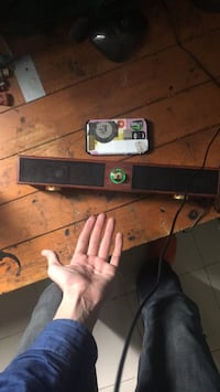 Wooden bluetooth speacker with radio mode Dartmouth, B2X 1M7