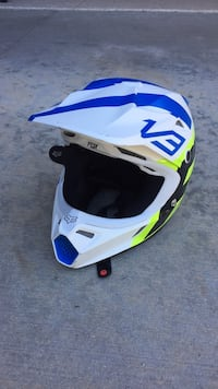 Fox Youth V3 Moto and MTB Helmet. Youth Medium 43-50cm.  Used only a few times.  No Crashes Ladera Ranch, 92694
