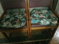 3 chairs good candation  Springfield, 01108