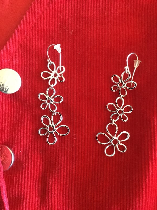 Sterling Silver sassy long floral earrings / Beautiful shine 3 flowers connect  160bda36-29fe-4a83-893a-d64e492db0f1