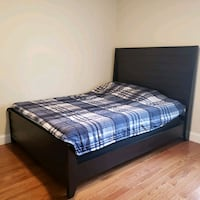 Q bed frame  West Springfield, 22152